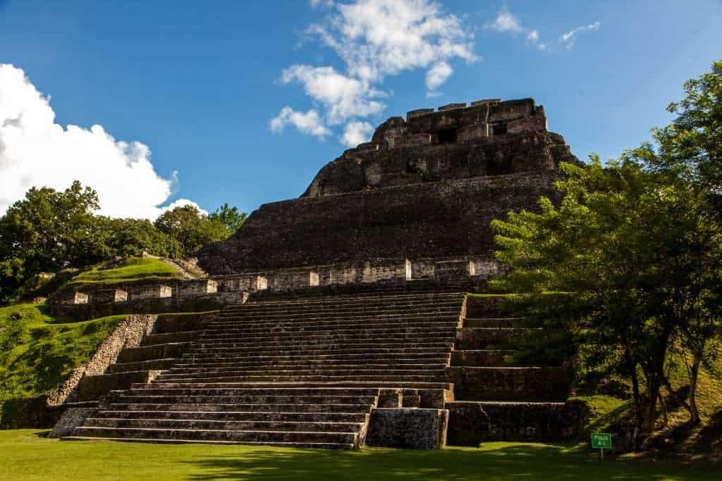 xunantunich-temple4-1024x683